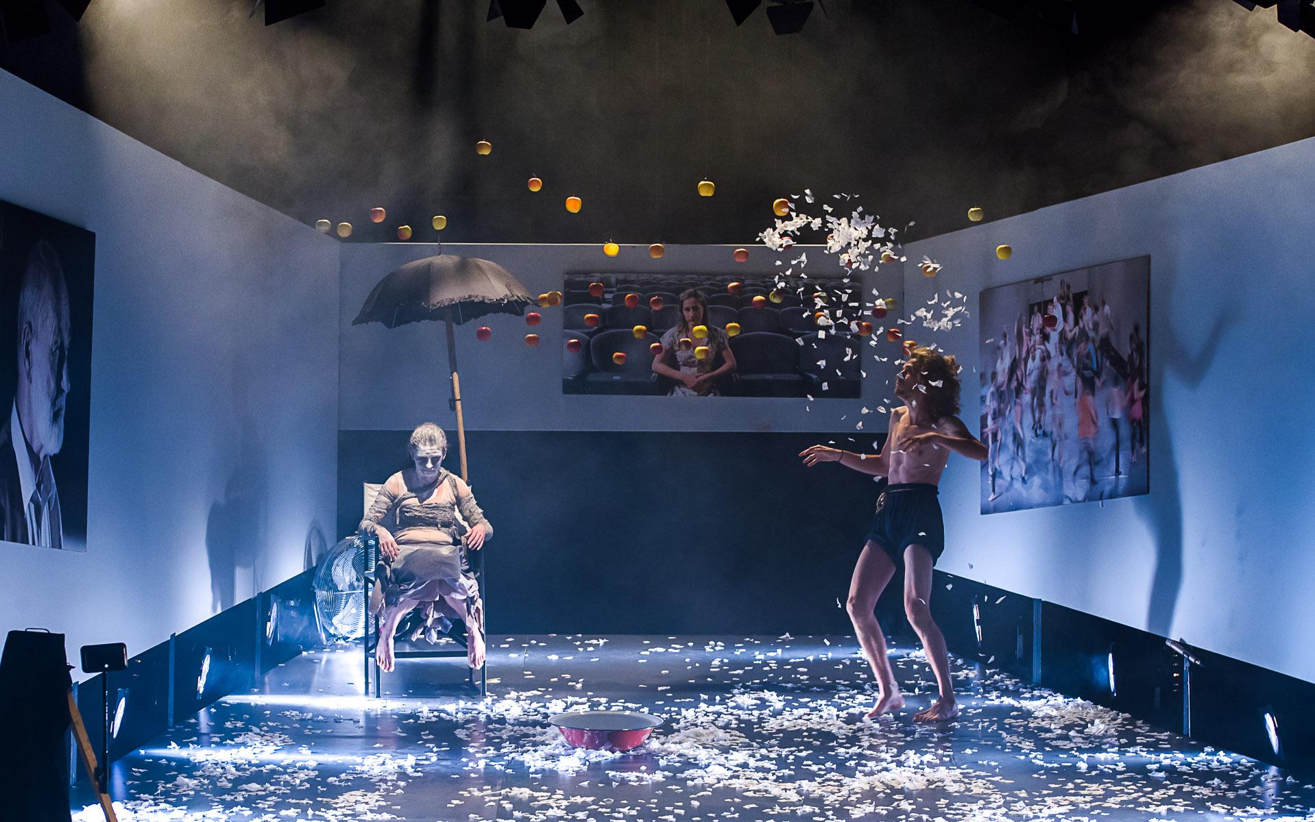 Au început reprezentaţiile speciale ale Teatrului Tamási Áron pentru spectatorii cu abonamente din localităţile covăsnene